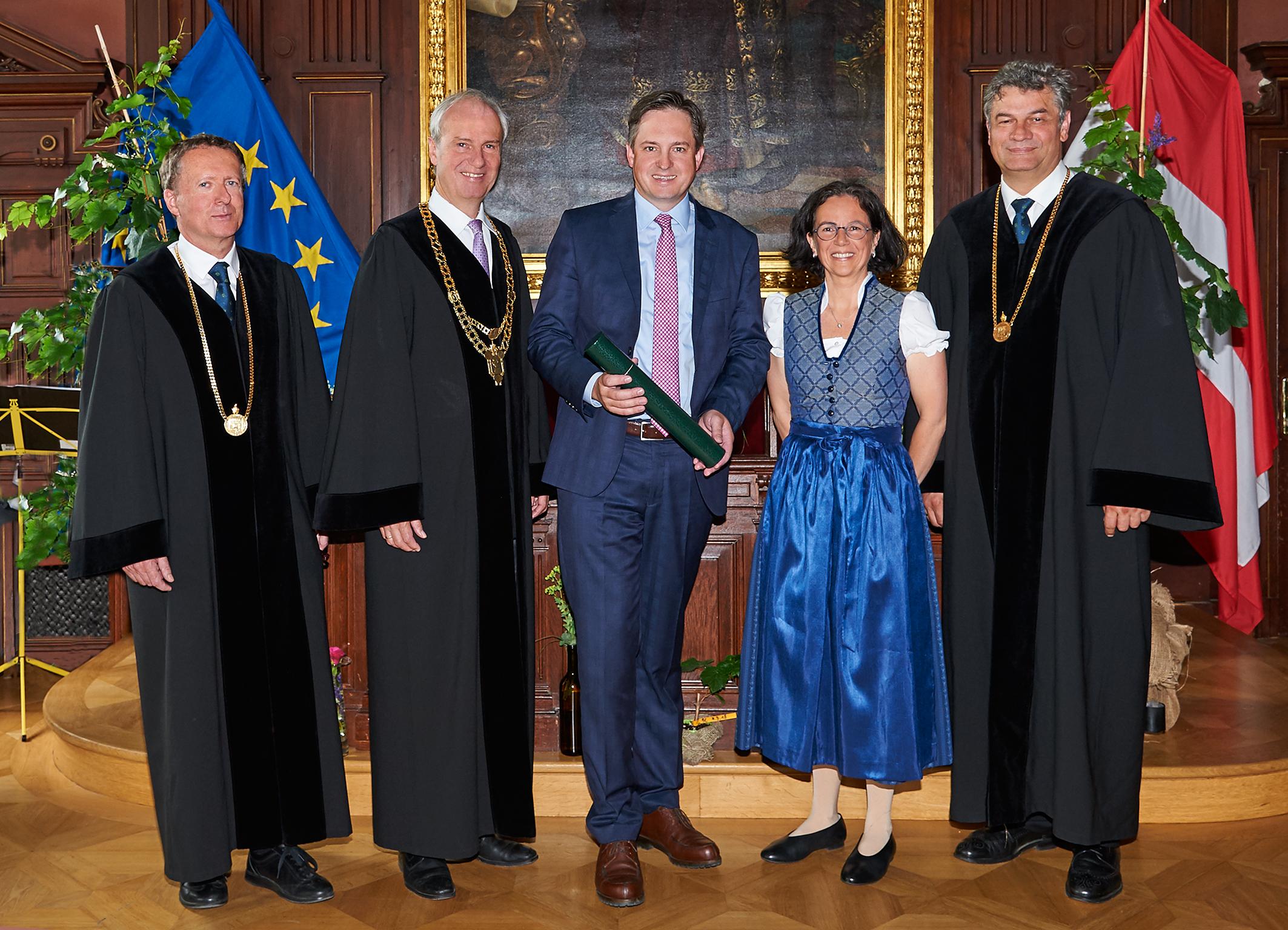 Weinbaupräsident Schmuckenschlager Neuer Ehrenbürger Der Boku